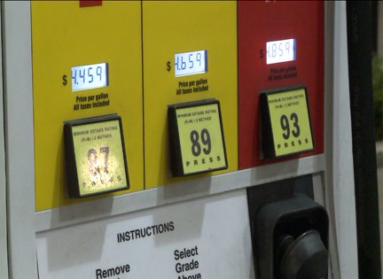 Prices at the pump rise during holiday weekend