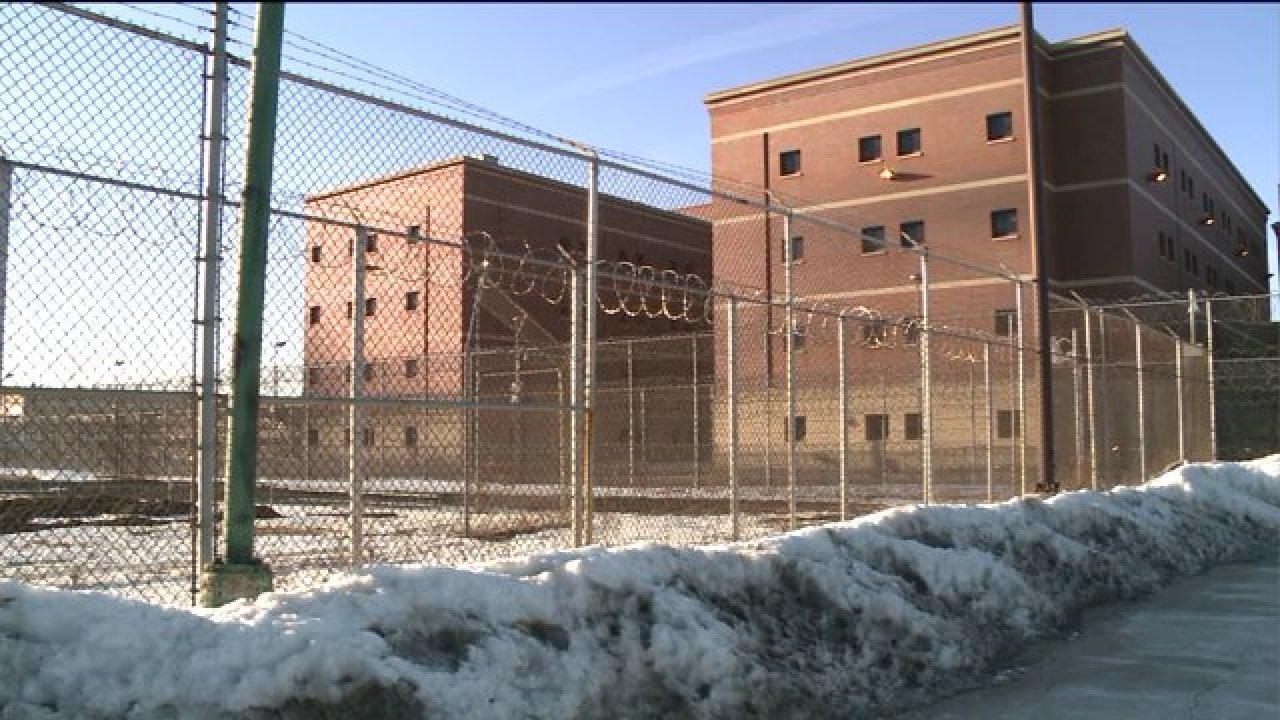 Die Beamten versuchen Sie zu stoppen COVID-19-Ausbreitung an Cook County Gefängnis als 38 Häftlinge positiv getestet