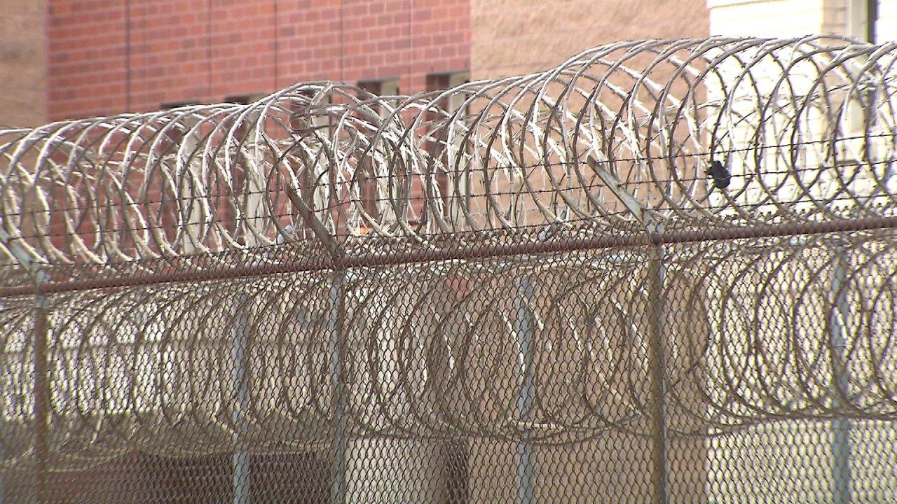 Bundes-Gefängnissen Kampf gegen wachsende COVID-19 ängste