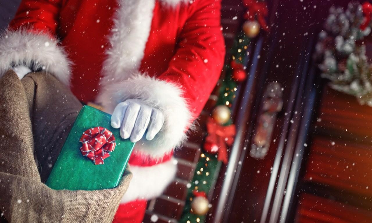 Chicago Christmas Radio Stations 2021 Christmas Music Starts Playing On Chicago Radio Station Friday Wgn Tv