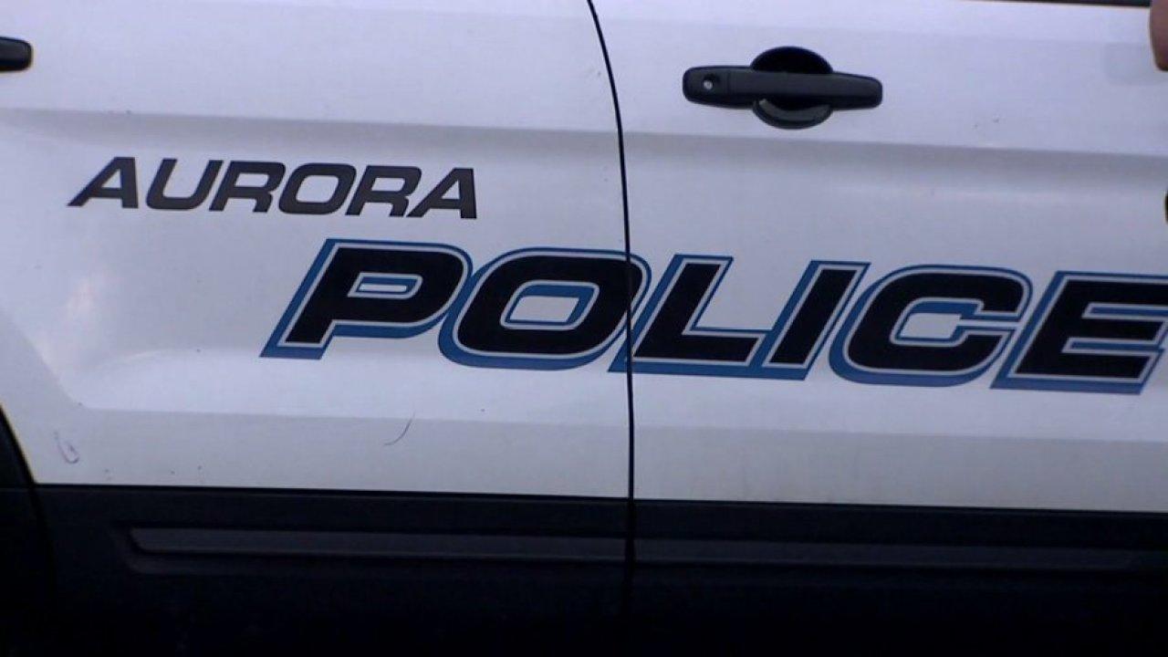 Aurora Bürgermeister, Polizeichef der beiden Tests positiv für COVID-19
