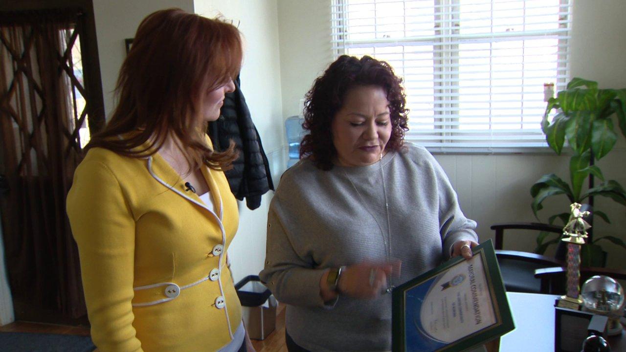 Gesundheit erschrecken inspiriert Frau zu geben, zurück zu Aurora Gemeinden