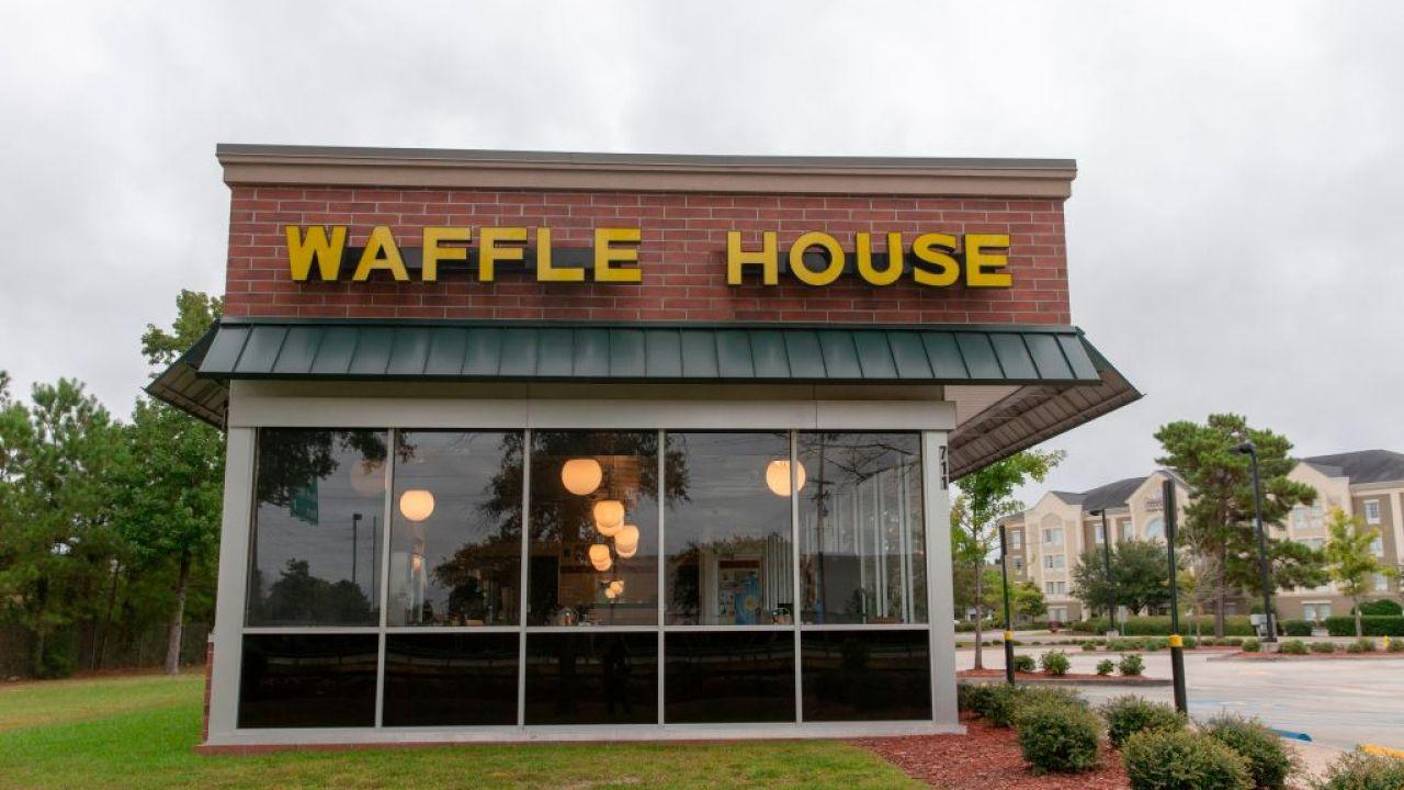 Το Waffle House κλείνει 365 εστιατόρια μέσα σε COVID-19 πανδημία
