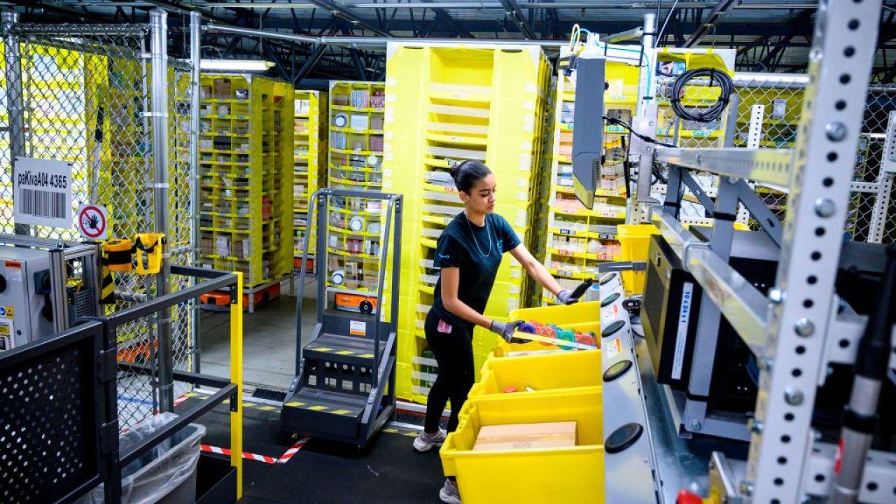 Liste der Amazon-Lagerhallen Treffer von coronavirus wächst