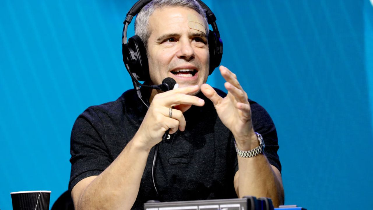 TV-Moderator Andy Cohen sagt, dass er positiv getestet COVID-19