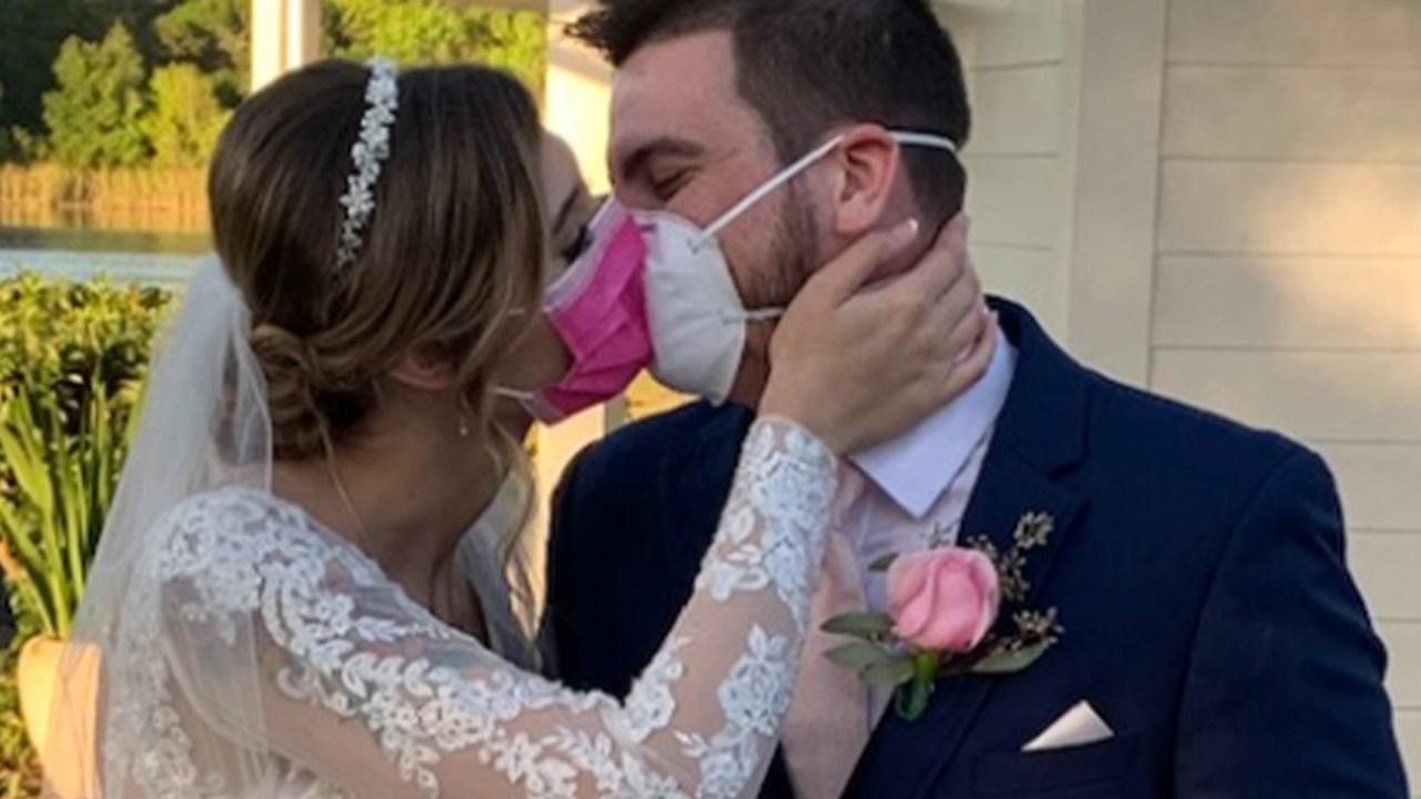 Florida paar bricht Hochzeit, heiratet auf Facebook live