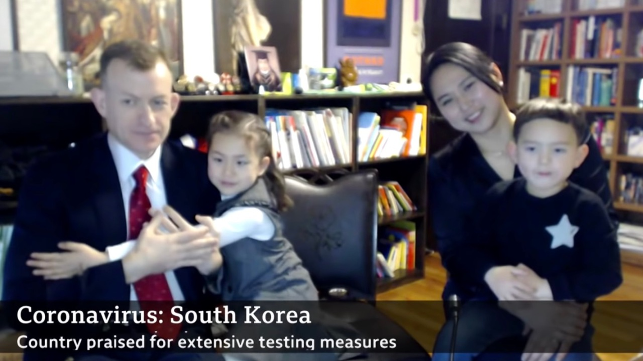 BBC Μπαμπά και την οικογένειά σας μιλήσουμε για την εργασία από το σπίτι, τα παιδιά συντριβή συνέντευξη (και πάλι)