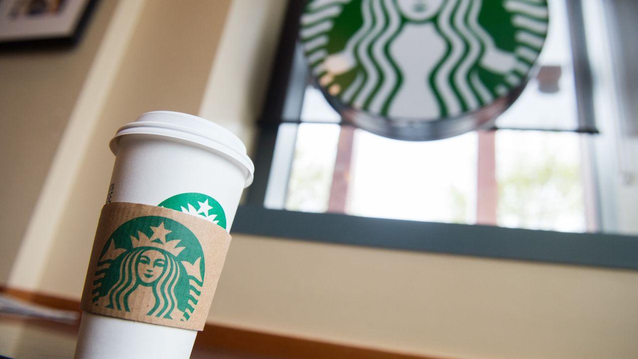 Starbucks mit kostenlosem Kaffee für die Einsatzkräfte während der Corona-Virus-Pandemie