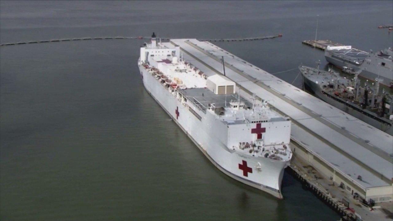 Krankenhaus Marine Schiff kommt in NYC zu sichern Gesundheitssysteme