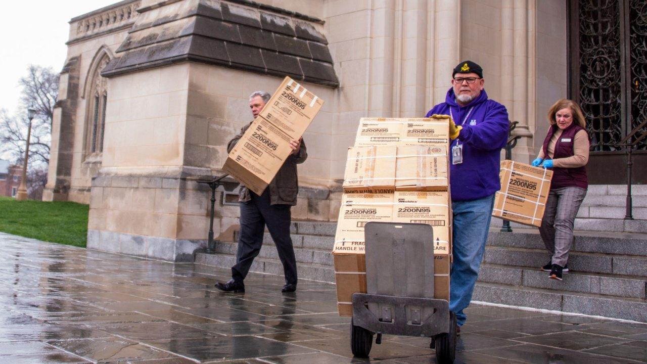 National Cathedral βρίσκει 5,000 μάσκες που είχαν κρυμμένα σε κρύπτη του για πάνω από 10 χρόνια