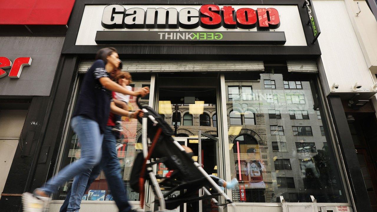 GameStop λέει ότι είναι μια ουσιαστική δουλειά. Οι εργαζόμενοι είναι εξοργισμένοι