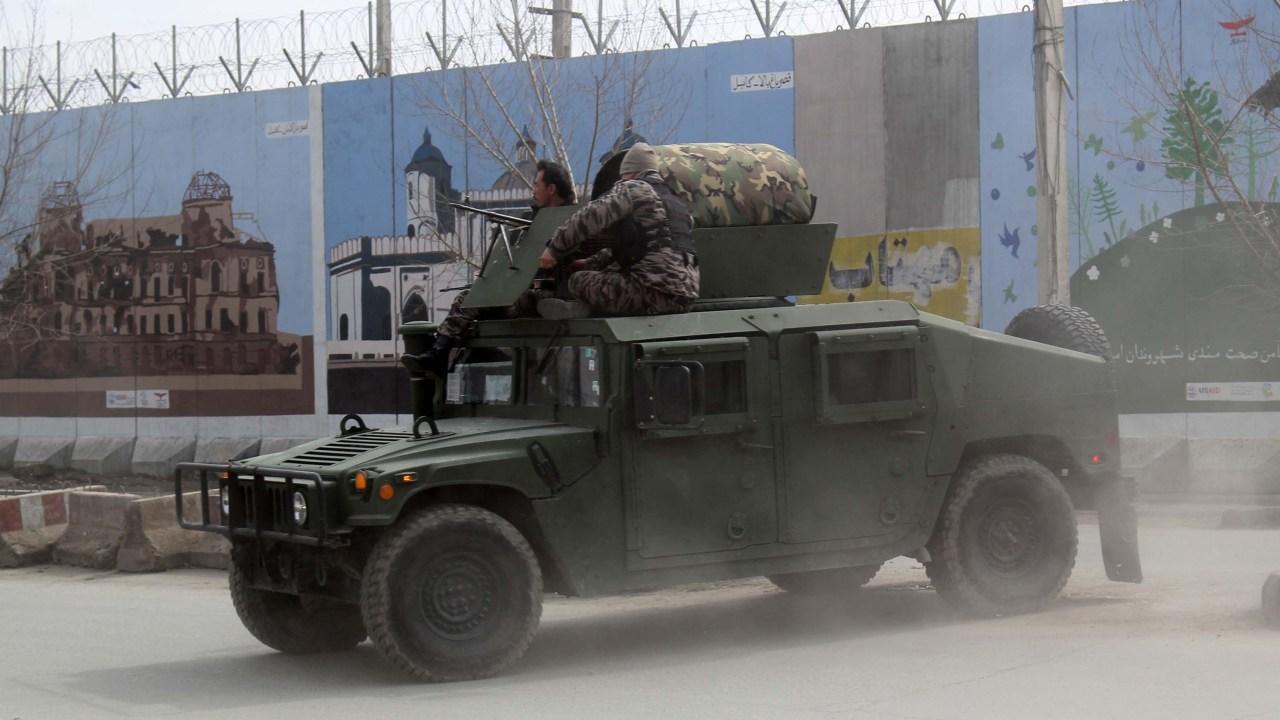 27 tote in Kabul Angriff auf die Zeremonie nahmen afghanische Präsidentschaftskandidat Abdullah