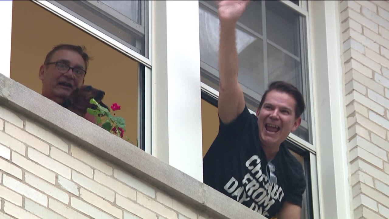 Wohnung Bewohner in Rogers Park singen 'Livin' Auf Ein Gebet