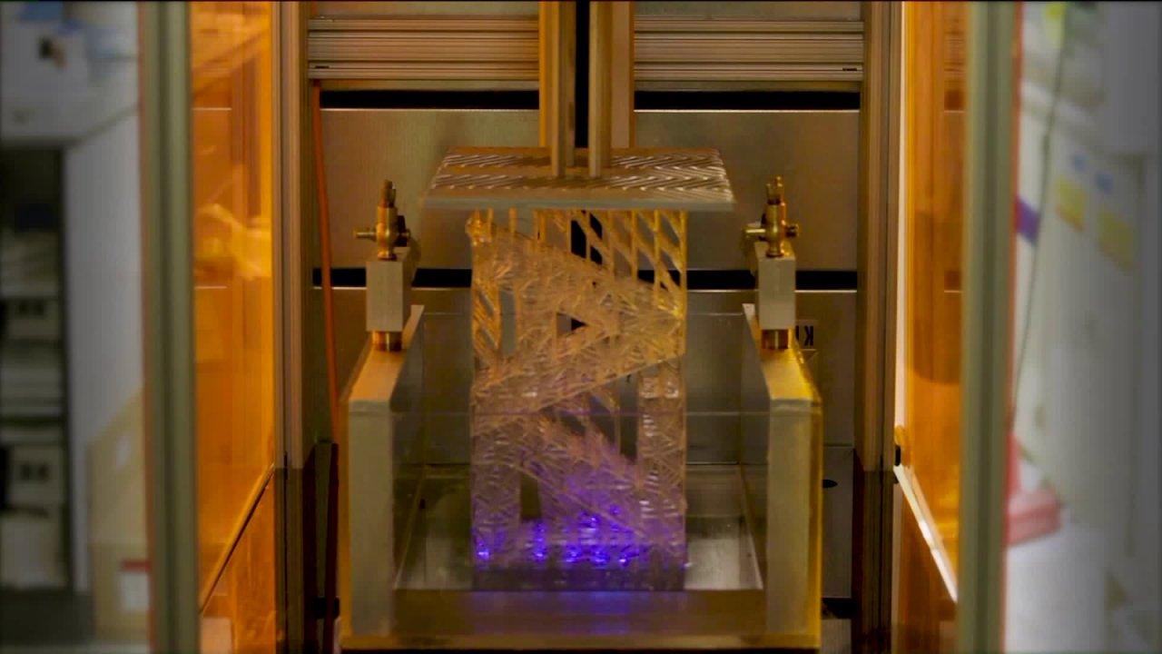 Βορειοδυτική ερευνητές χρησιμοποιώντας 3D εκτυπωτές για να κάνει προμήθειες για την υγειονομική περίθαλψη των εργαζομένων