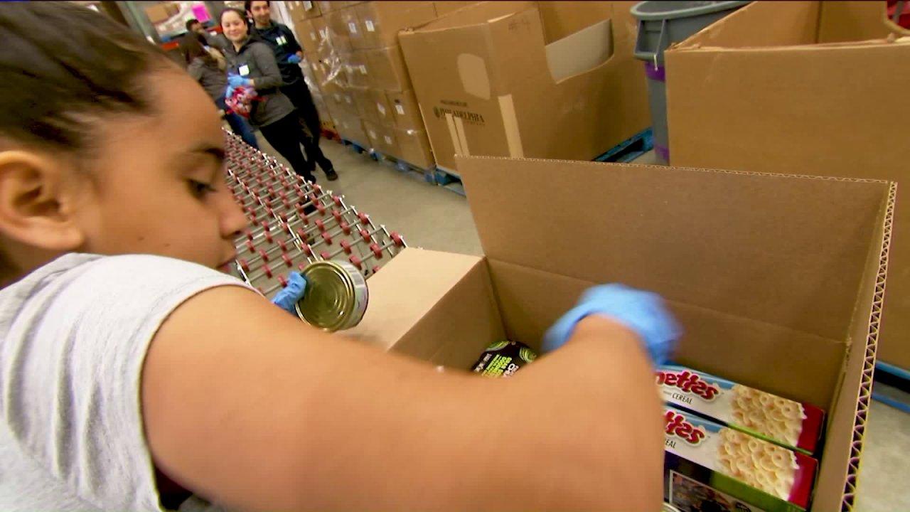Illinois ΤΗΛΕΌΡΑΣΗ, ραδιοφωνικούς σταθμούς βοηθήσει να συγκεντρώσει τα χρήματα για τα τρόφιμα εν μέσω πανδημίας