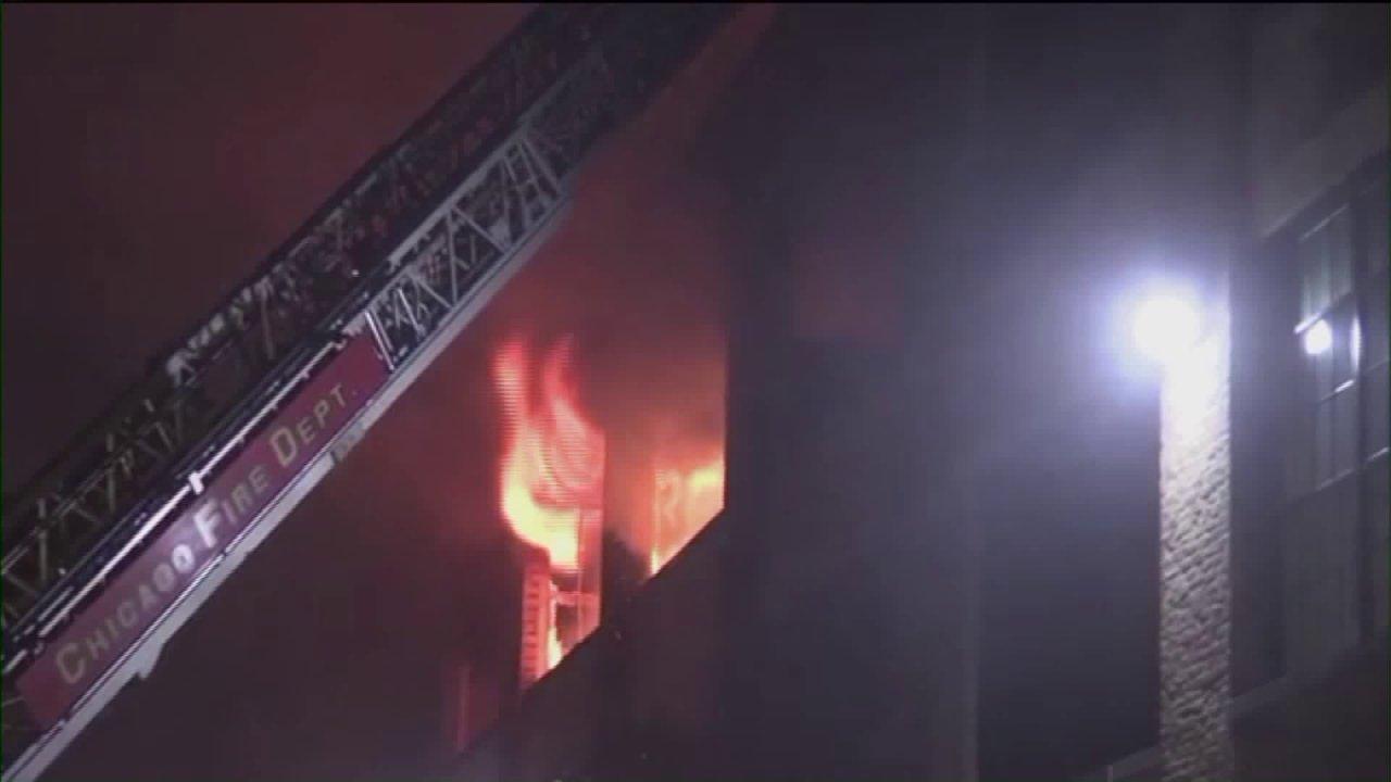 1 Toter, bis zu 70 vertriebenen nach Pullman Wohnung Feuer