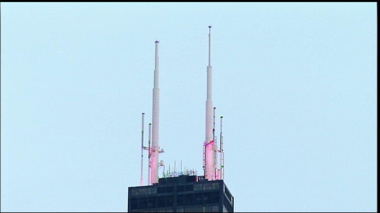 Την ψήφο σας για να επιλέξετε ένα χρώμα για να ανάψει το Willis Tower είναι κεραίες
