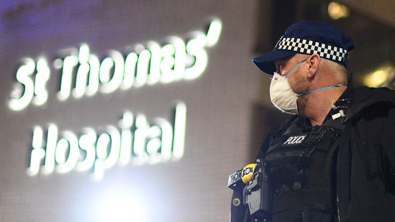 Der britische Premierminister Boris Johnson verbringt die Nacht auf der Intensivstation; nicht auf ventilator