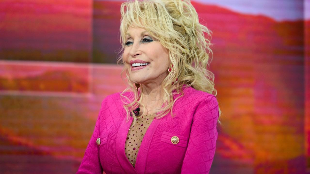 Dolly Parton menyumbangkan $1 juta untuk Vanderbilt untuk COVID-19 penelitian