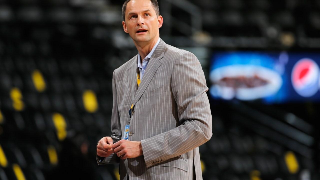Laporan: Bulls menyelesaikan kesepakatan dengan Denver GM Arturas Karnisovas untuk menjadi Executive VP Operasi Basket
