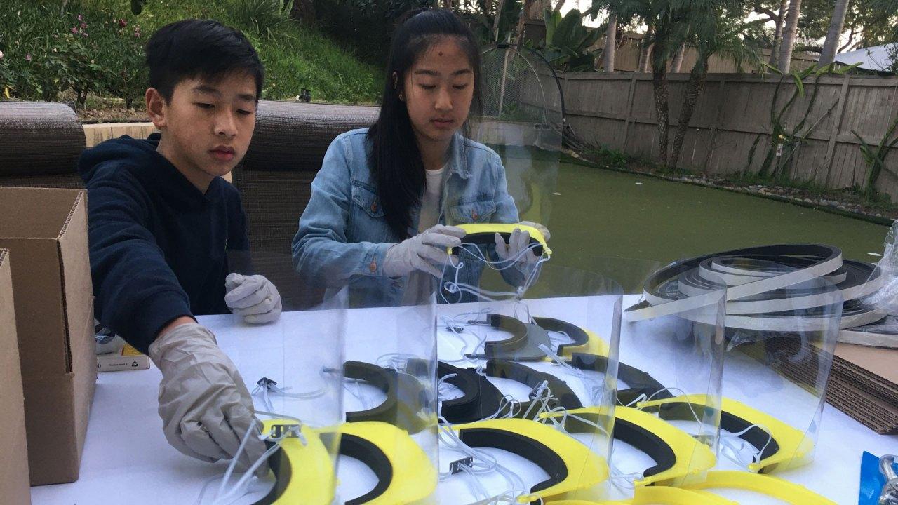 Φοιτητής ρομποτικής ομάδα χρησιμοποιεί 3D εκτυπωτές για να κάνει ασπίδες προσώπου για την υγειονομική περίθαλψη των εργαζομένων