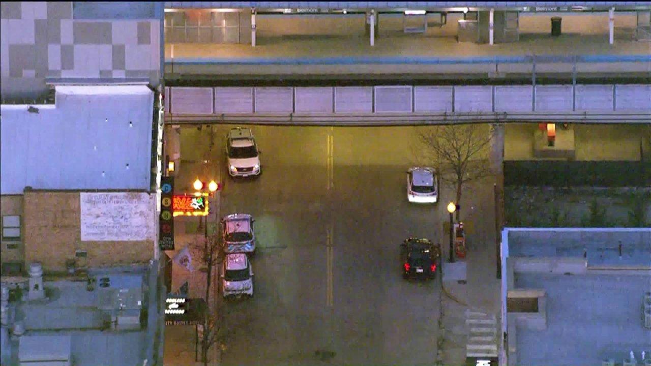 Penjaga keamanan secara tidak sengaja menembak dirinya sendiri, 16-year-old girl on CTA train