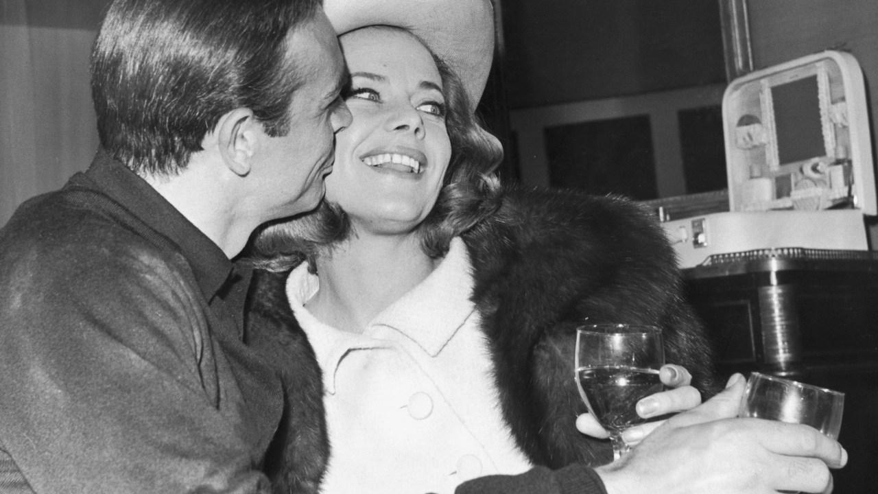 Honor Blackman, wer spielte Bond Pussy Galore, stirbt bei 94