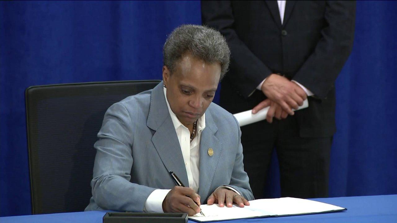 Bürgermeister Lightfoot ' s Bestellung gibt Einwanderern den Zugang zu Chicago coronavirus relief