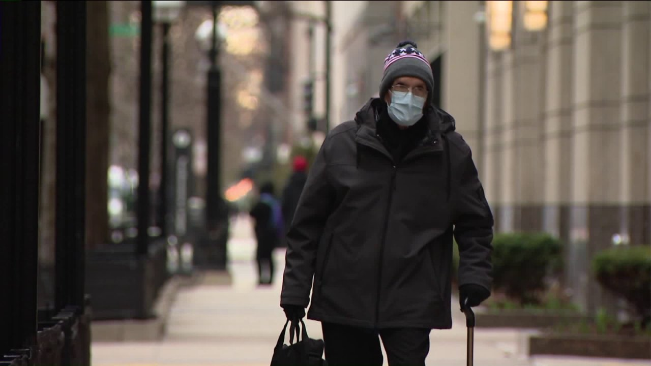 Als öffentlich erwartet möglich Maske Richtlinien, Chicago-Gesundheit-Beamter sagt, 'wenn du krank bist, zu Hause bleiben'