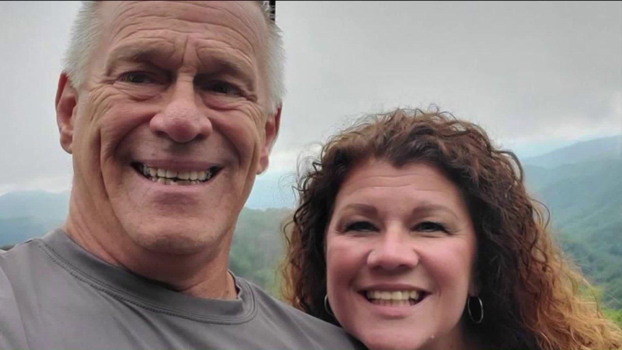 Northwest Indiana pasangan untuk menjadi tuan rumah pernikahan virtual dari ruang tamu