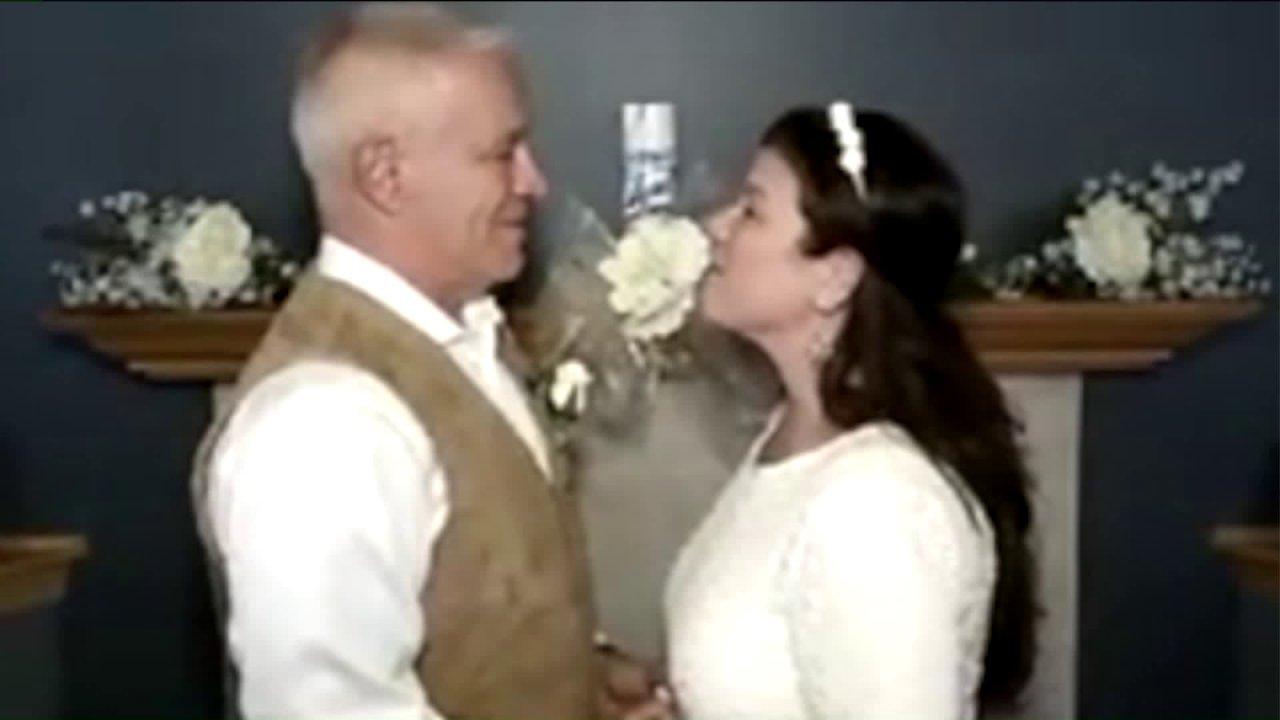 'Saya Zoom': Setelah COVID membatalkan pernikahan mereka, Indiana beberapa host virtual pernikahan