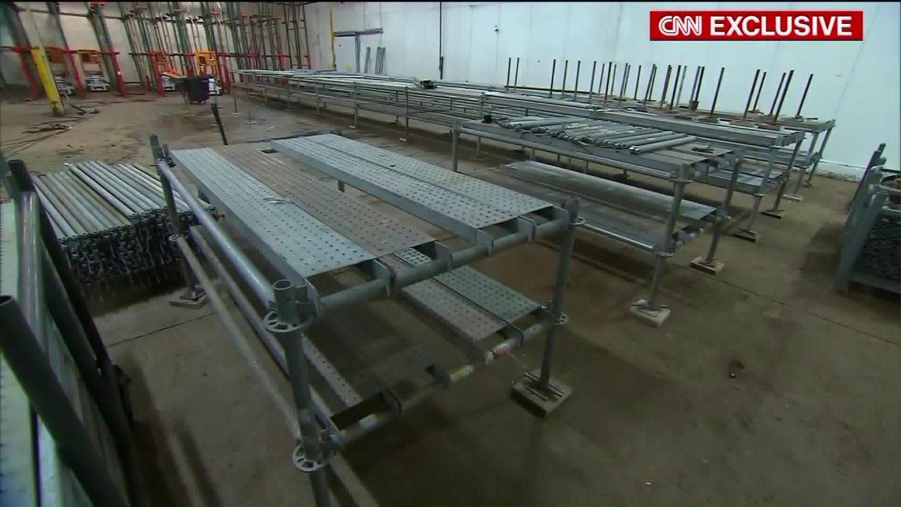 Cook County προετοιμάζει ψυχώμενη αποθήκη ως αυτοσχέδιο νεκροτομείο