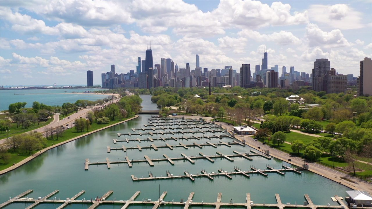 Chicago drone video captures empty lakefront on Memorial Day weekend