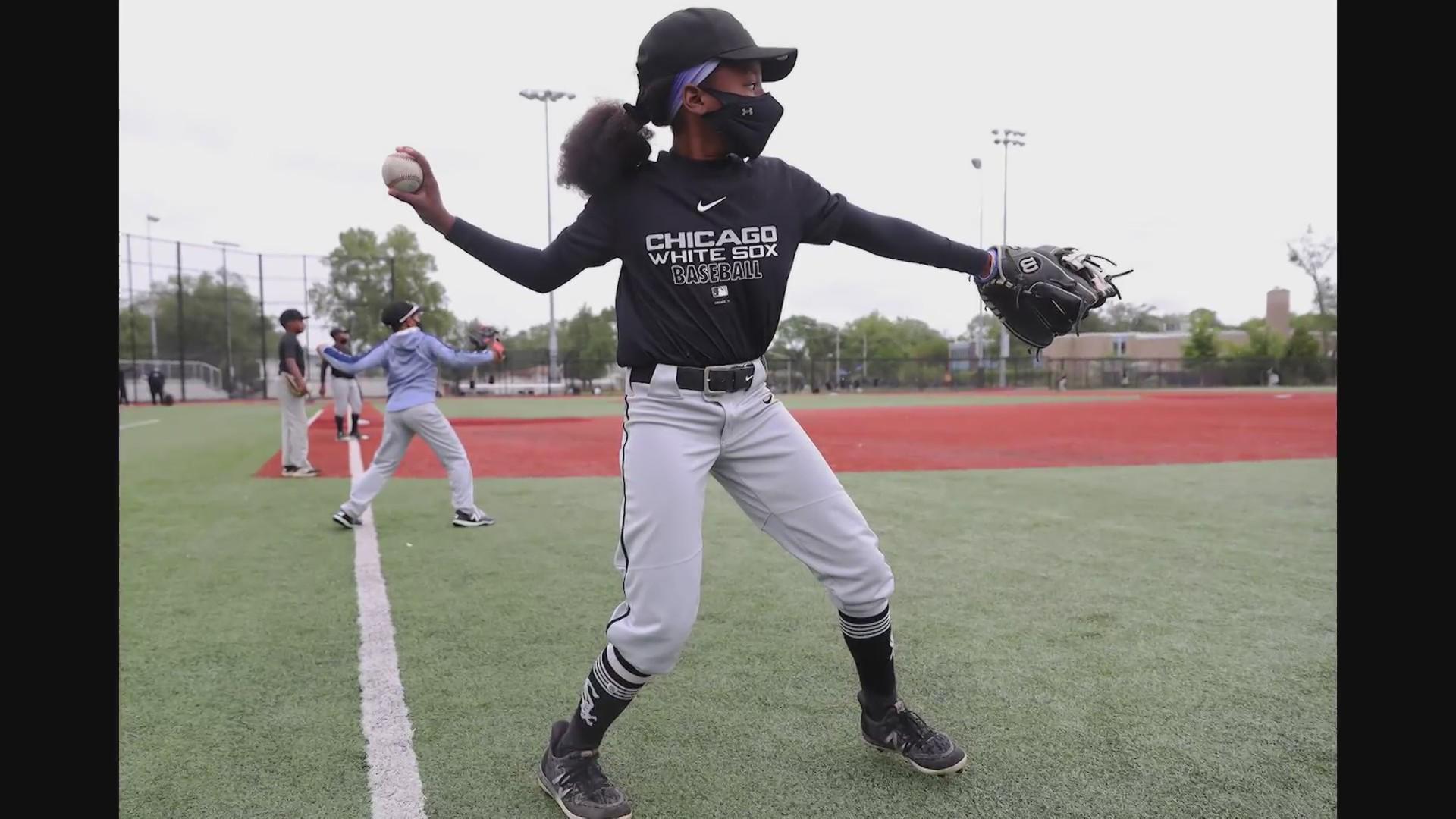 Feel Good Friday 12 Year Old Girl Makes It On White Sox S Elite Youth Baseball Team Wgn Tv