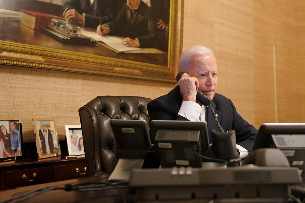 President Biden offers federal support to Texas during phone call with Gov.  Abbott | WGN-TV