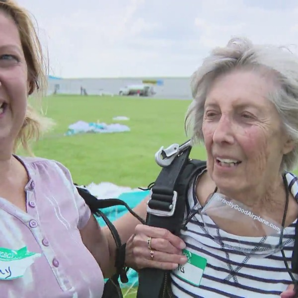 mother, daughter skydive