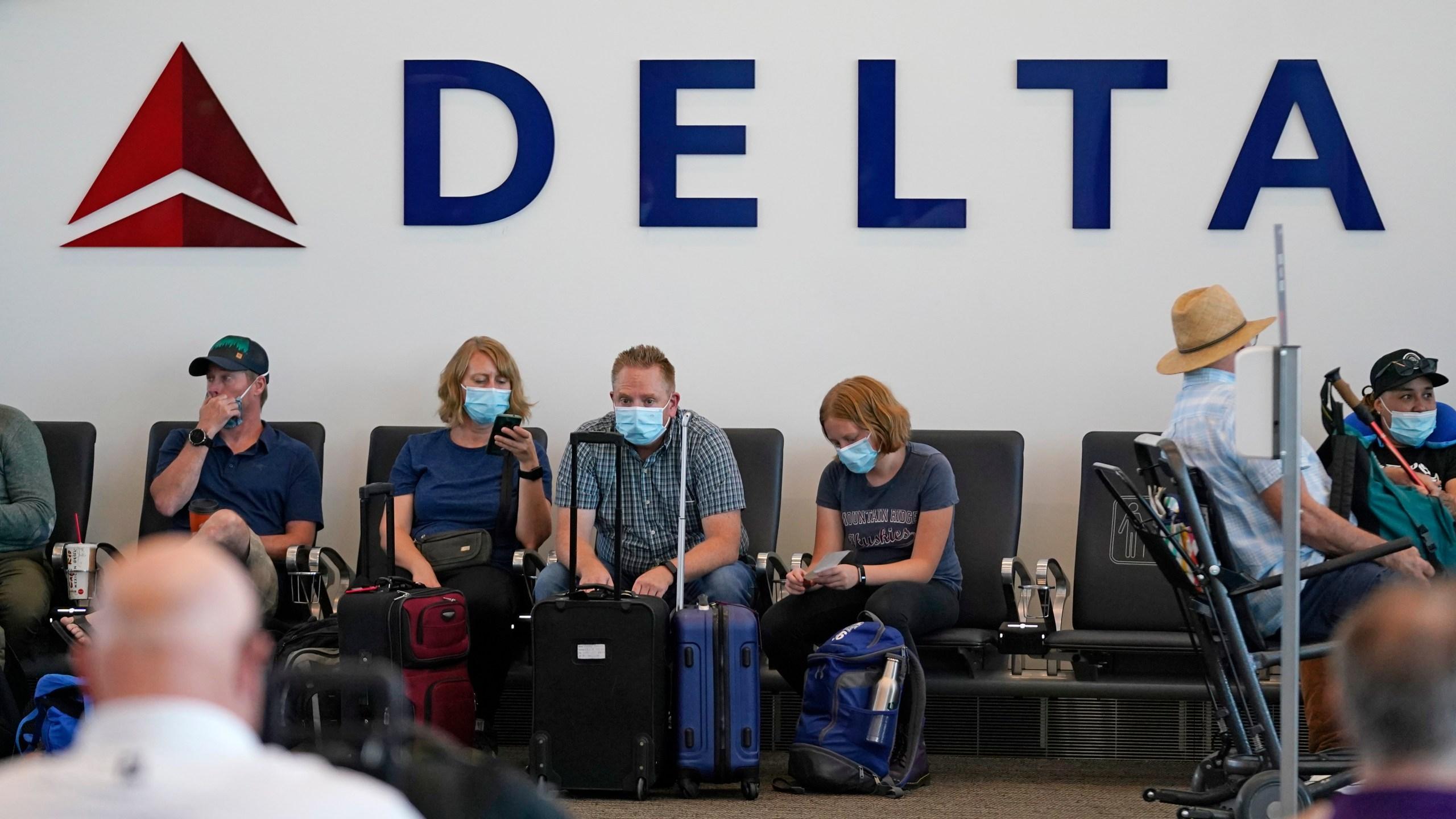 Delta Air Lines: Mitarbeiter die nicht geimpft sind müssen eine monatliche Strafe zahlen